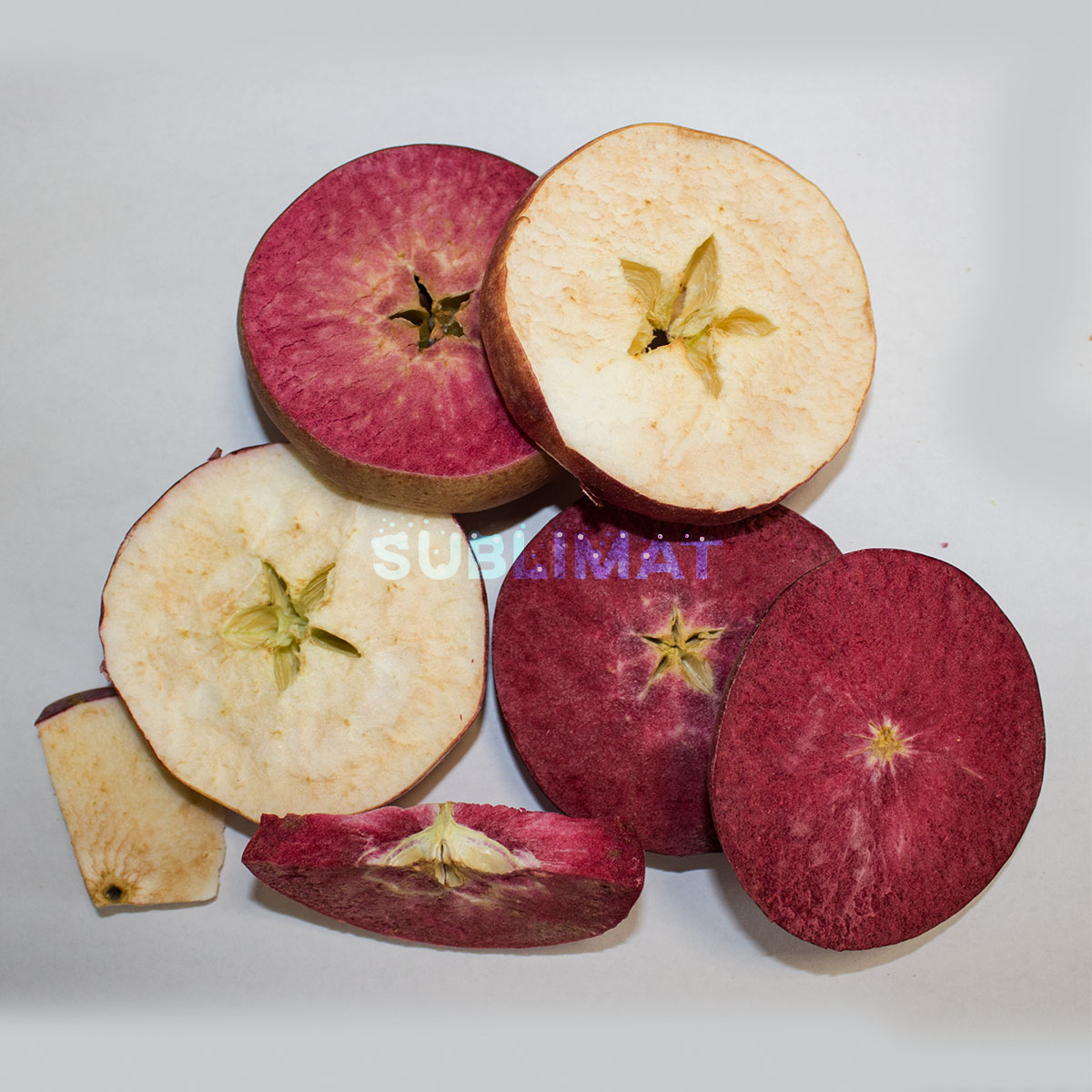 Freeze-dried red apple slices